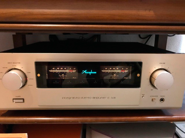 Accuphase-E-308-1