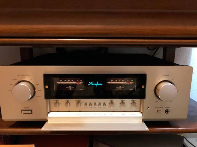Accuphase-E-308-2